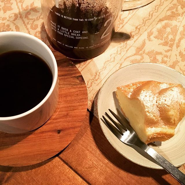 戴いた手づくりケーキを豆から挽いた苦めのコーヒーと。甘さ控え目オトナの味♪#Snapmart#Snapmart -from Instagram
