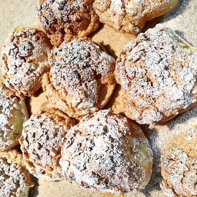朝イチから思い立ってクッキーシュー作り。ちょっと焦げたのはシュガーパウダーで誤魔化す!#snapmart  #シュークリーム