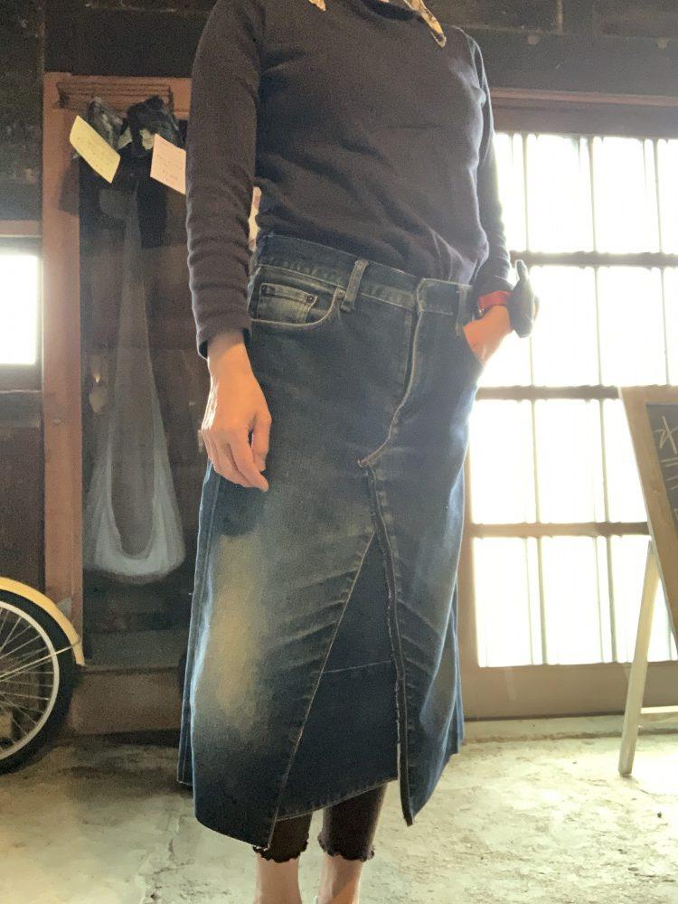 デニムリメイクでアシンメトリースカート