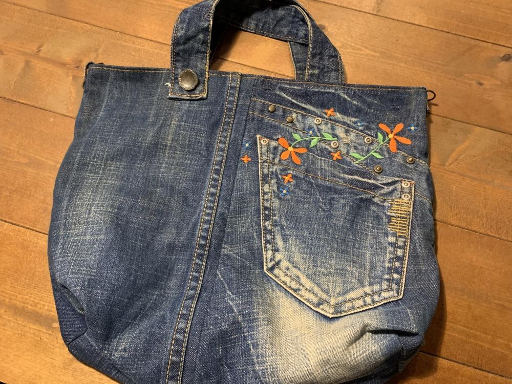 花刺繍のトートバッグ