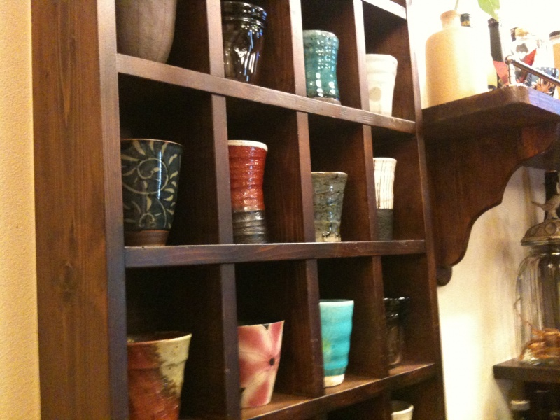 陶器の飾り棚