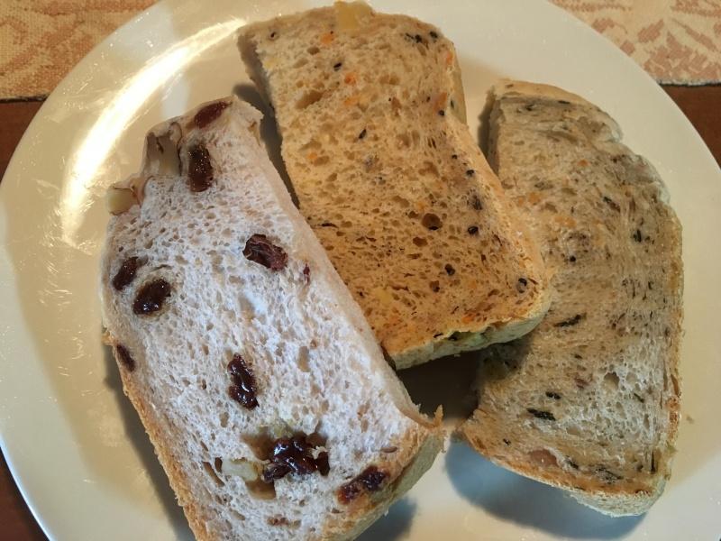 本年焼き初めのパン三種
