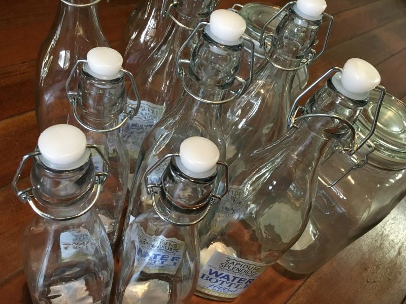 ダイソーで買ってきた機械栓のガラス瓶