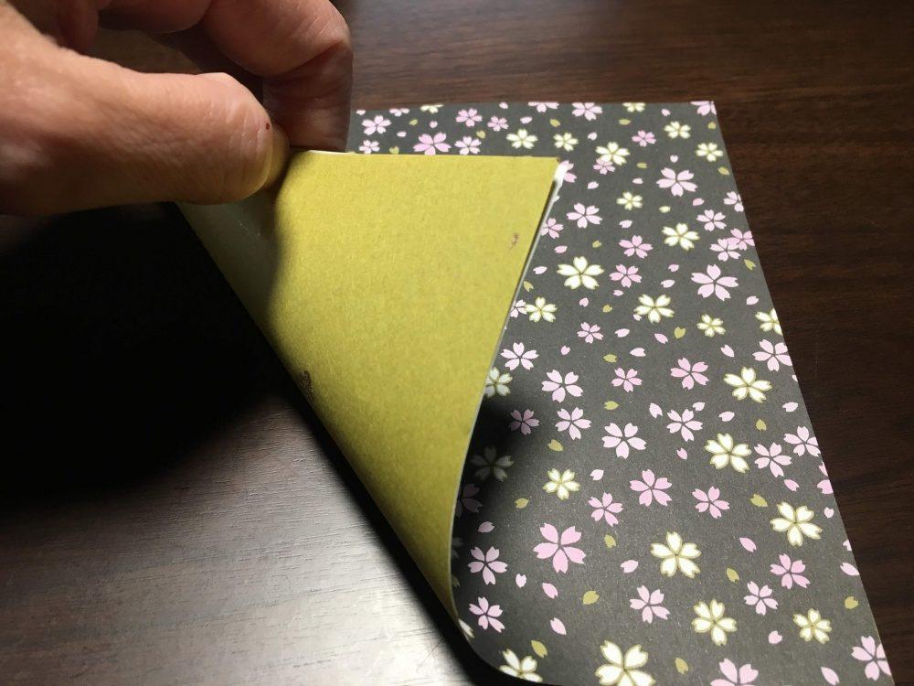折り紙2枚を外表に合わせる