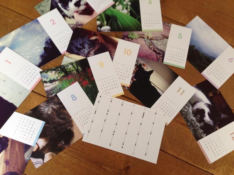 TOLOT全12枚と年間カレンダー付き。