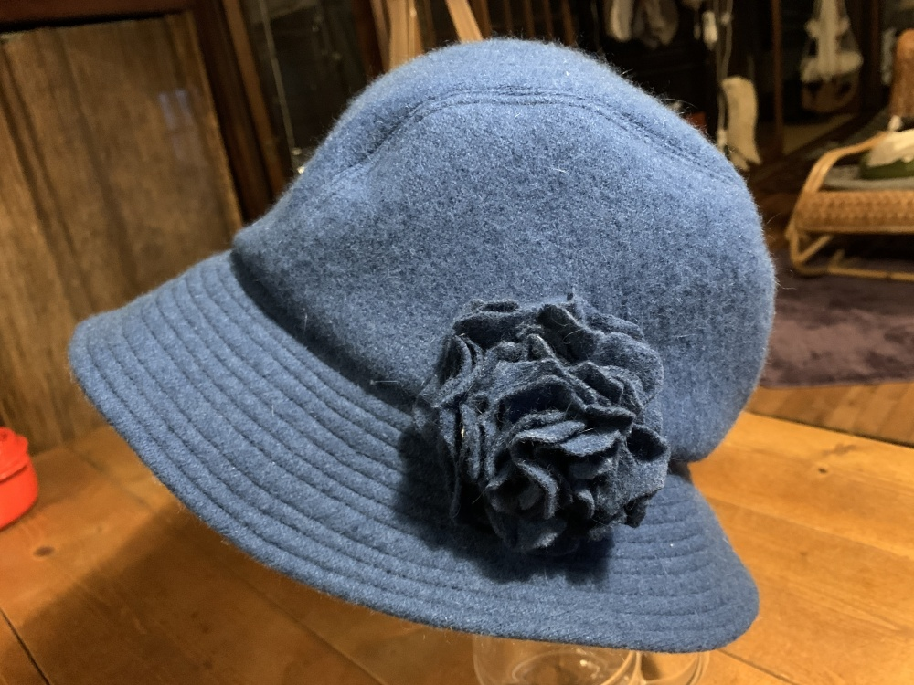 コートをリメイク~花コサージュ付き帽子