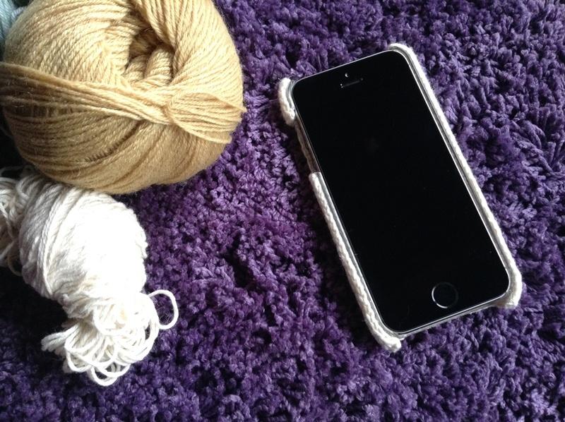 手編みiPhoneカバー画面側