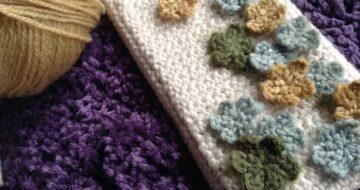 手編みiPhoneカバーのアップ